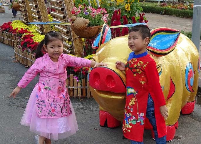 Lục bình, sen lên đường hoa Xuân ở thủ phủ đất Sen hồng Đồng Tháp - Ảnh 1.
