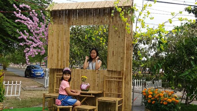 Lục bình, sen lên đường hoa Xuân ở thủ phủ đất Sen hồng Đồng Tháp - Ảnh 2.