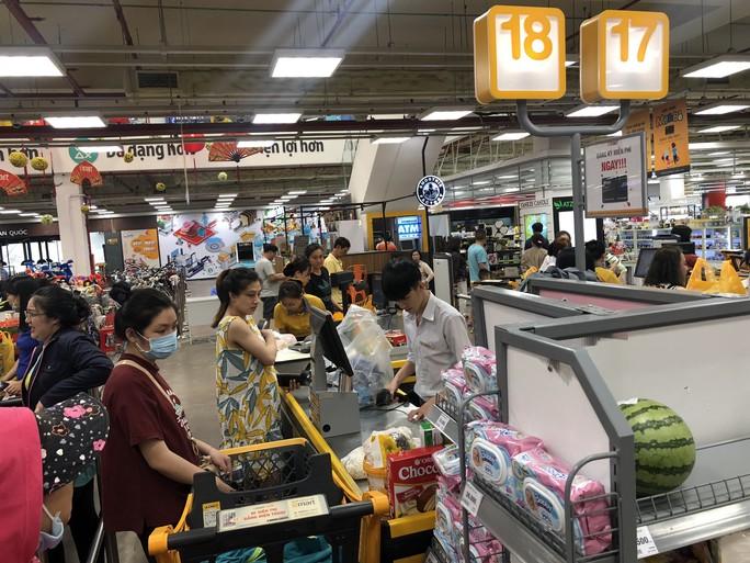 Vét sạch siêu thị sáng 30 Tết - Ảnh 12.