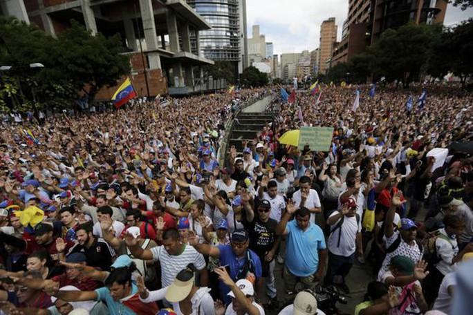Ông Donald Trump xem xét đưa quân tới Venezuela, Nga phản đối - Ảnh 1.