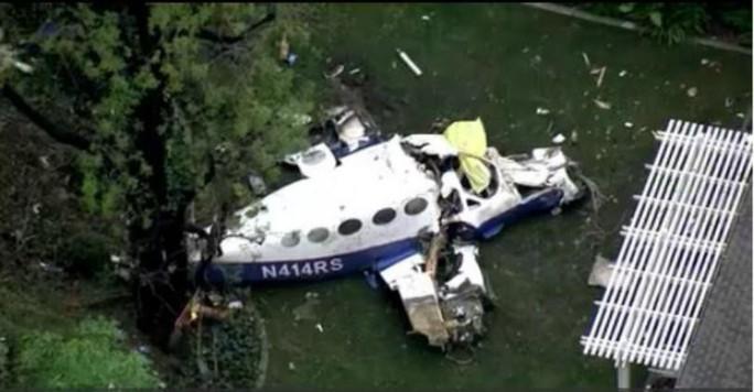 Máy bay lao vào khu dân cư ở quận Cam - Mỹ, ít nhất 2 người chết - Ảnh 3.