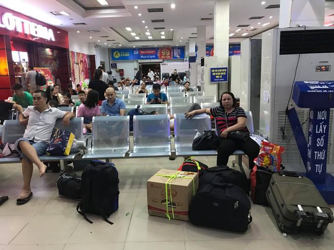 XUÂN ONLINE: Bồn chồn trên chuyến tàu cuối cùng rời ga Sài Gòn đêm giao thừa - Ảnh 1.