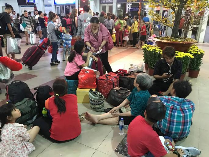 XUÂN ONLINE: Bồn chồn trên chuyến tàu cuối cùng rời ga Sài Gòn đêm giao thừa - Ảnh 2.