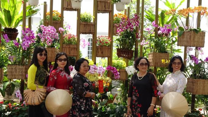 Trụ sở UBND tỉnh Đồng Tháp thân thiện đón khách du Xuân - Ảnh 2.