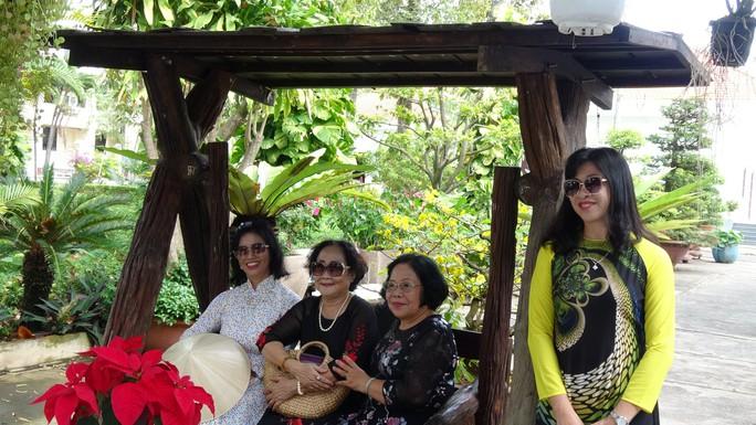 Trụ sở UBND tỉnh Đồng Tháp thân thiện đón khách du Xuân - Ảnh 3.