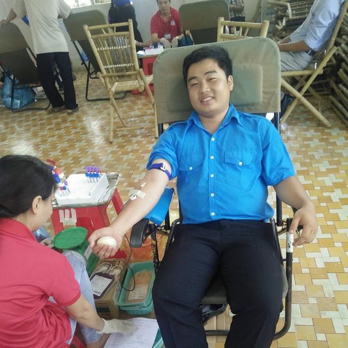 Đầu Xuân gặp chàng sinh viên 5 năm học đại học, hiến máu gần 20 lần - Ảnh 1.