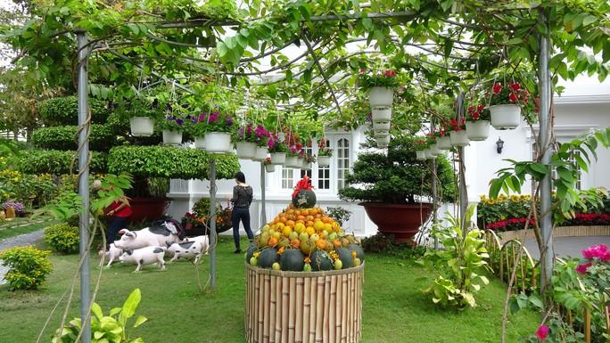 Trụ sở UBND tỉnh Đồng Tháp thân thiện đón khách du Xuân - Ảnh 12.