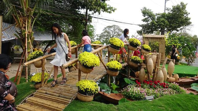 Trụ sở UBND tỉnh Đồng Tháp thân thiện đón khách du Xuân - Ảnh 5.