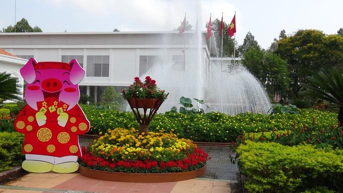 Trụ sở UBND tỉnh Đồng Tháp thân thiện đón khách du Xuân - Ảnh 14.