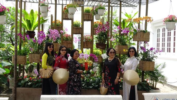 Trụ sở UBND tỉnh Đồng Tháp thân thiện đón khách du Xuân - Ảnh 7.