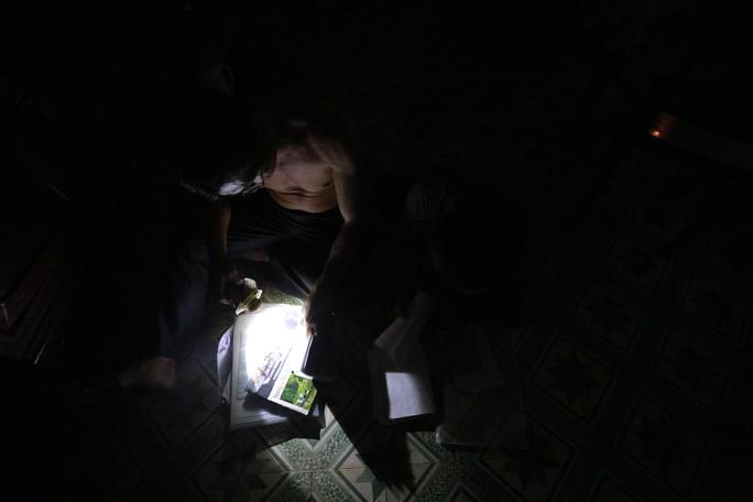 Nhà bị cúp điện, kêu cứu đêm 30 Tết! - Ảnh 6.