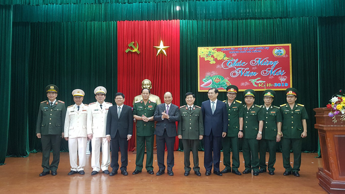 Thủ tướng xông đất Bộ Chỉ huy quân sự TP Đà Nẵng - Ảnh 2.