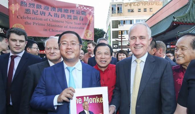 Úc hủy hộ chiếu, cấm cửa tỉ phú Trung Quốc quay lại - Ảnh 1.