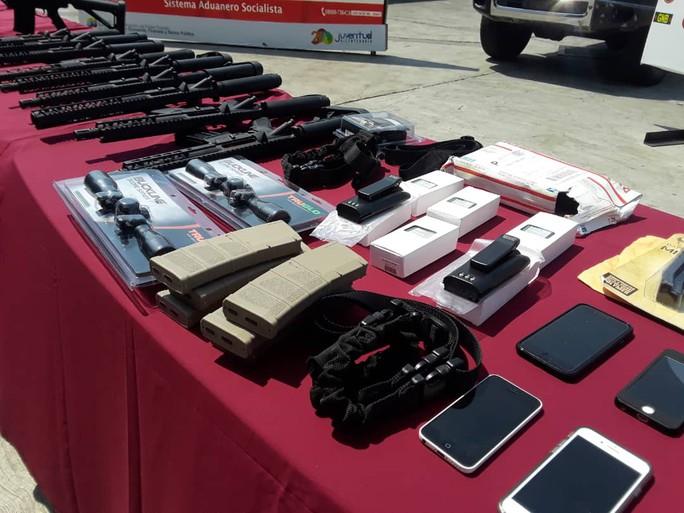 Venezuela tóm gọn lô vũ khí Mỹ - Ảnh 2.