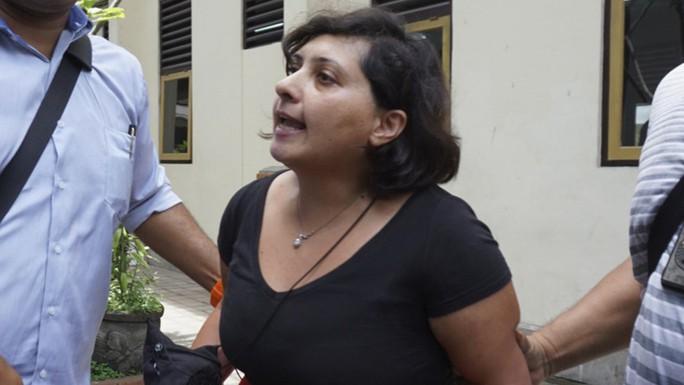 Tát nhân viên xuất nhập cảnh, nữ du khách lãnh án tù - Ảnh 1.