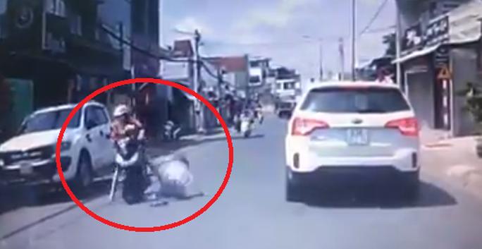 Công an vào cuộc nhưng tài xế đánh phụ nữ giữa đường chưa xuất hiện - Ảnh 1.
