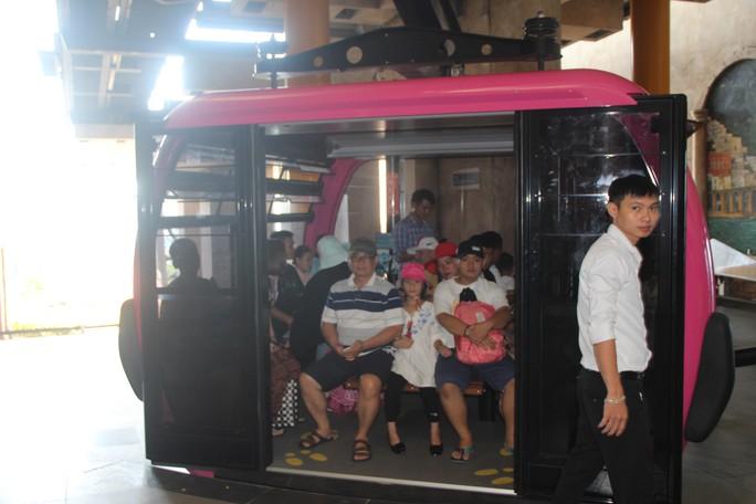 Du khách xếp hàng vào các điểm vui chơi giải trí ở Phú Quốc  - Ảnh 6.