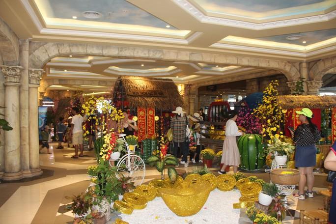 Du khách xếp hàng vào các điểm vui chơi giải trí ở Phú Quốc  - Ảnh 3.