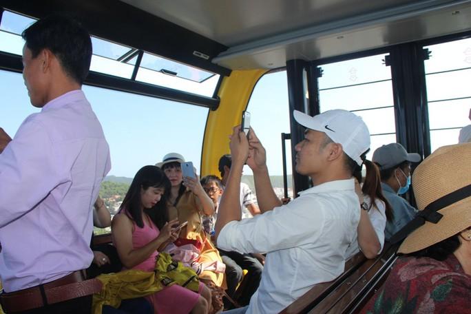 Du khách xếp hàng vào các điểm vui chơi giải trí ở Phú Quốc  - Ảnh 8.