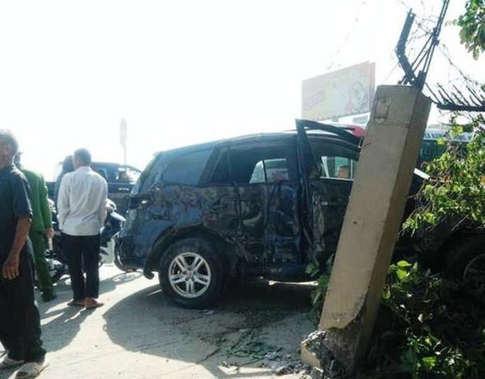 Vụ tai nạn thảm khốc 3 người chết: Xe 7 chỗ mang biển xanh của Kho bạc - Ảnh 1.
