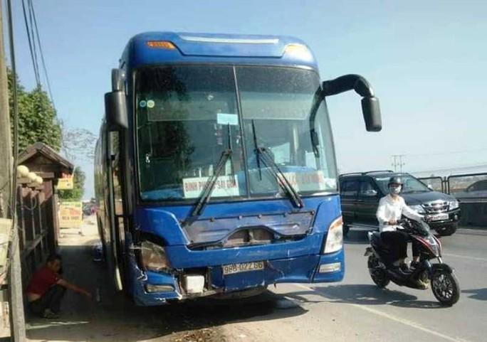 Tai nạn thảm khốc xe khách tông ô tô 7 chỗ, 3 người đi chúc Tết tử vong - Ảnh 4.