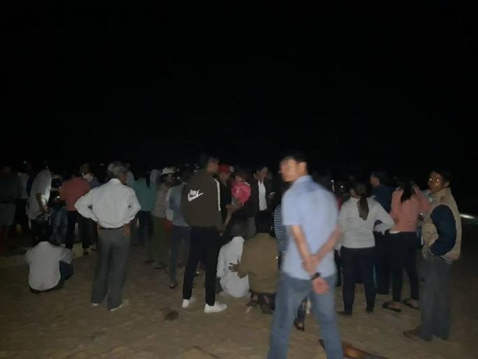 Quảng Nam: Tắm biển, 4 học sinh tử nạn, 2 em mất tích - Ảnh 1.