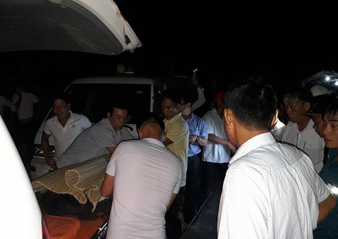 Quảng Nam: Tắm biển, 4 học sinh tử nạn, 2 em mất tích - Ảnh 2.