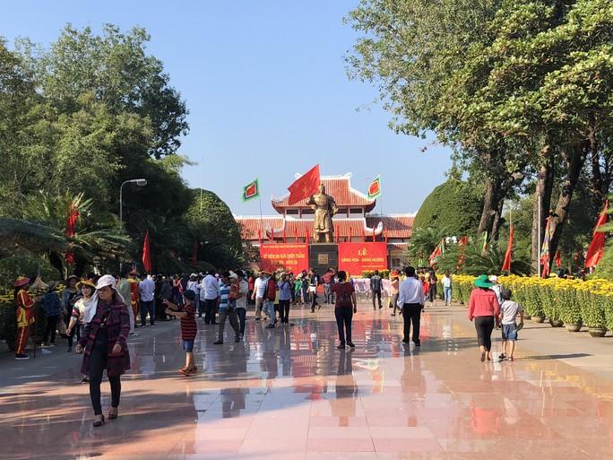 Dâng hương kỷ niệm 230 năm chiến thắng Ngọc Hồi - Đống Đa - Ảnh 1.