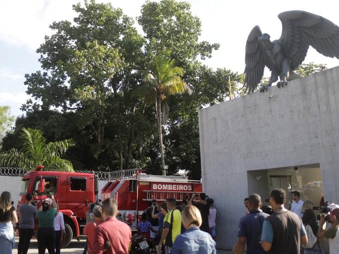 Cháy trung tâm huấn luyện, 10 người thiệt mạng - Ảnh 1.