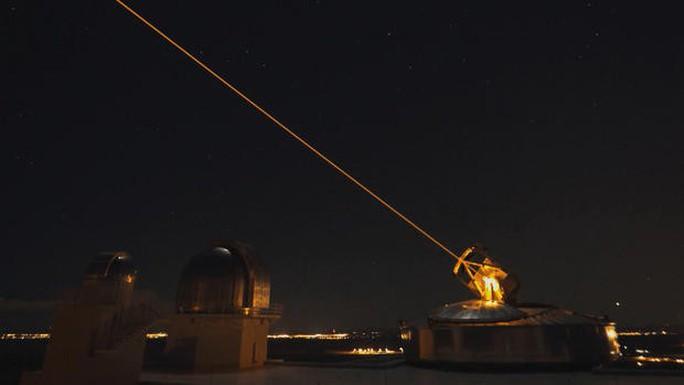Mỹ muốn dùng laser trên không bắn hạ tên lửa địch - Ảnh 1.