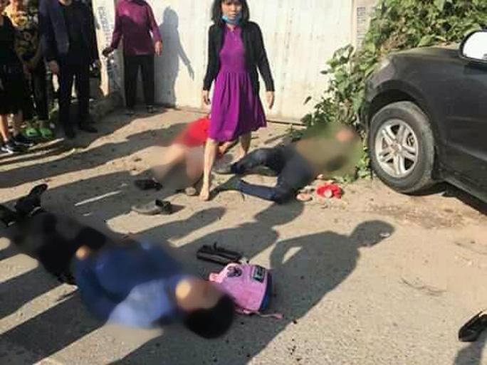 Tai nạn thảm khốc xe khách tông ô tô 7 chỗ, 3 người đi chúc Tết tử vong - Ảnh 2.