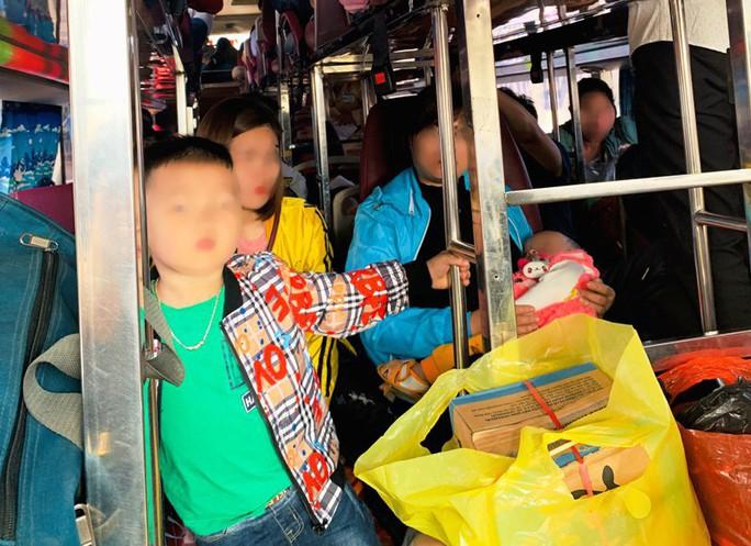 """Xe khách chạy tuyến Thanh Hóa-Hải Phòng 38 chỗ """"nhồi nhét"""" tới 54 người - Ảnh 1."""