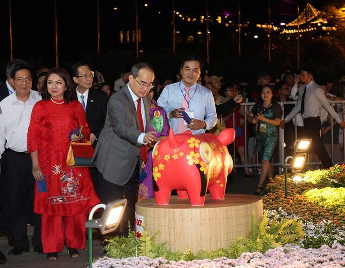 Đường hoa Nguyễn Huệ thu hút hơn 1 triệu khách tham quan - Ảnh 3.