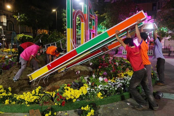 Đường hoa Nguyễn Huệ thu hút hơn 1 triệu khách tham quan - Ảnh 1.