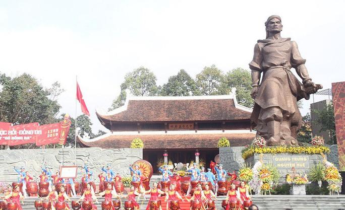 Thủ tướng dự lễ khai hội Gò Đống Đa xuân Kỷ Hợi - Ảnh 2.