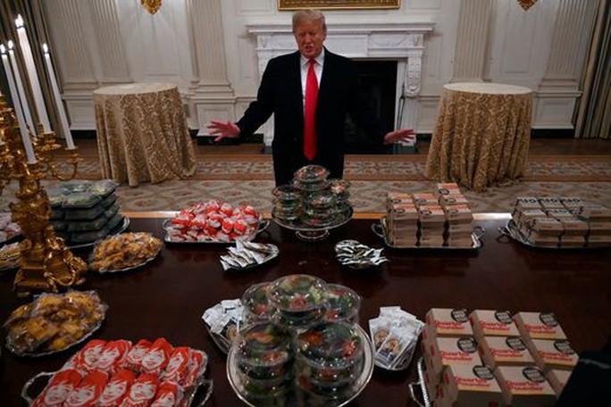 Tổng thống Donald Trump mê thức ăn nhanh và ít tập thể dục - Ảnh 1.