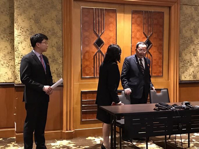 Ngoại trưởng Triều Tiên họp báo lúc 0 giờ tại khách sạn Melia - Ảnh 5.