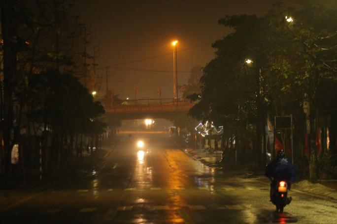 An ninh thắt chặt tại ga Đồng Đăng trước ngày Chủ tịch Triều Tiên Kim Jong-un về nước - Ảnh 4.