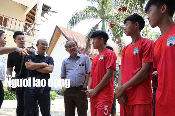 HLV Park Hang-seo thăm Học viện HAGL: Mơ World Cup thì đừng sợ Thái Lan - Ảnh 2.