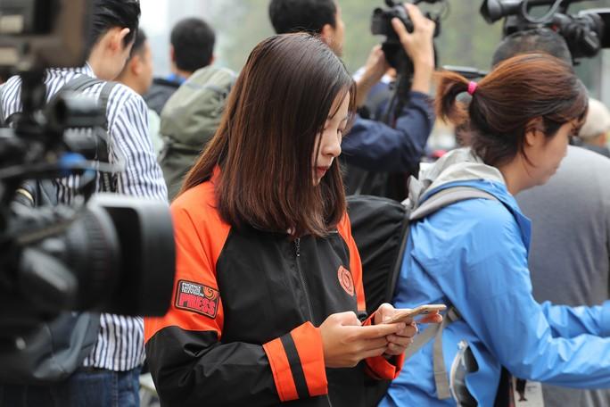 Cận cảnh những nữ phóng viên xinh đẹp tác nghiệp thượng đỉnh Mỹ-Triều - Ảnh 7.