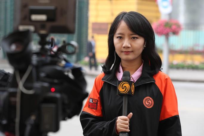 Cận cảnh những nữ phóng viên xinh đẹp tác nghiệp thượng đỉnh Mỹ-Triều - Ảnh 6.