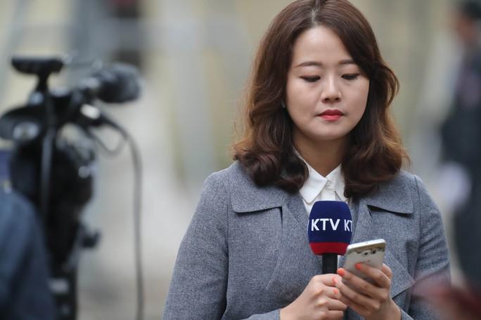 Cận cảnh những nữ phóng viên xinh đẹp tác nghiệp thượng đỉnh Mỹ-Triều - Ảnh 8.