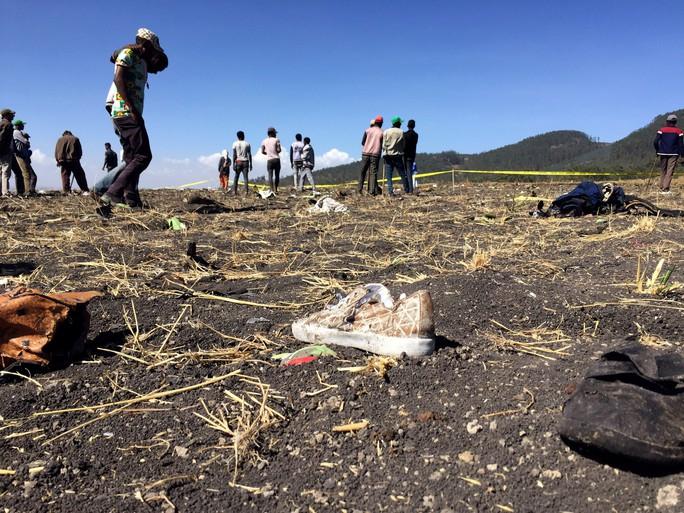Máy bay rơi khi mới cất cánh 6 phút, toàn bộ 157 người thiệt mạng - Ảnh 1.