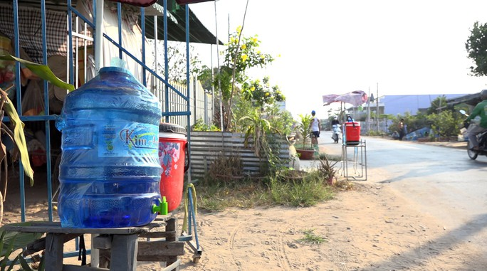 Mát lòng những thùng nước miễn phí đặt ven đường ngày nắng nóng! - Ảnh 5.