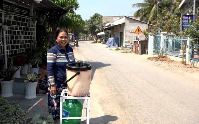 Mát lòng những thùng nước miễn phí đặt ven đường ngày nắng nóng! - Ảnh 4.