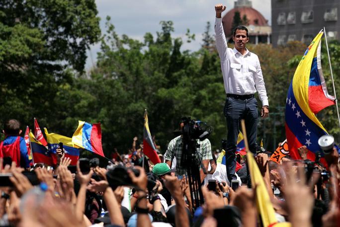 Mất điện sang ngày thứ ba, biểu tình lớn chực chờ Venezuela  - Ảnh 2.