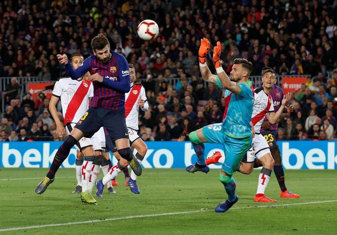 Messi tỏa sáng trước Vallecano, Barcelona chạy đà cho Champions League - Ảnh 4.