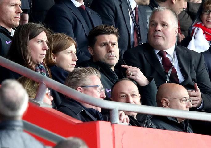 Harry Kane ghi bàn thứ 200, Tottenham vẫn thua sốc  - Ảnh 2.