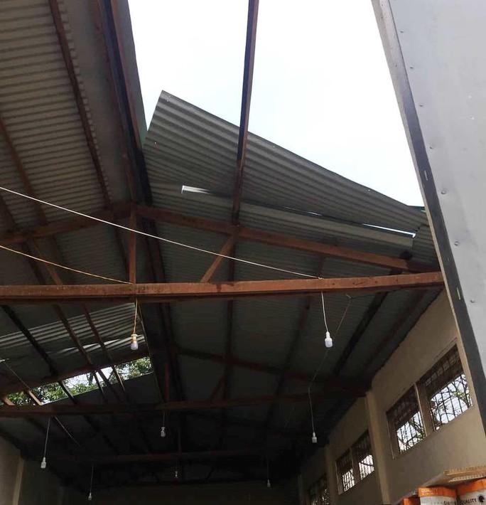 Lốc xoáy dữ dội ở Lâm Đồng đầu mùa mưa - Ảnh 1.