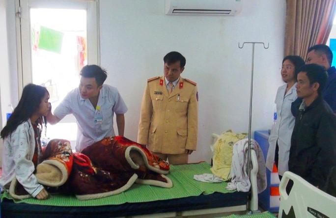Thiếu tá CSGT hiến máu cứu nữ sinh gặp tai nạn giao thông - Ảnh 2.